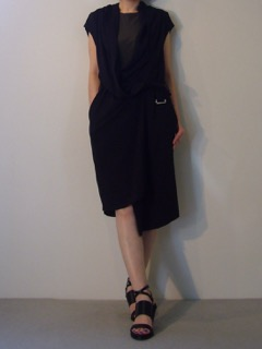 Gilet【LUTZ HUELLE】Dress【A.F.VANDEVORST】Shoes【A.F.VANDEVORST】