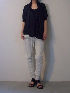 Shirt【HAIDER ACKERMANN】Pants【Roque】Shoes【A.F.VANDEVORST】