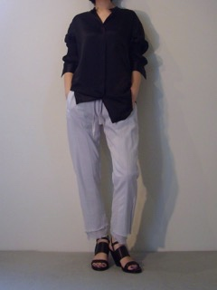 Shirt【HAIDER ACKERMANN】Pants【HAIDER ACKERMANN】Shoes【A.F.VANDEVORST】