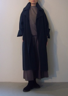 Coat【east by eastwest】Tops 【divka】 Pants 【divka】Shoes【ANN DEMEULEMEESTER】