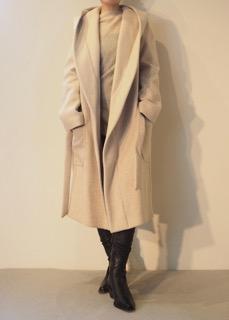 Coat【LUTZ HUELLE】Sweater【tous les deux ensemble】Boots【ANN DEMEULEMEESTER】