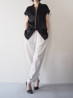 Tops【HAIDER ACKERMANN】Pants【Olta Designs】Nacklace【Jean François Mimilla】