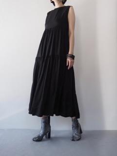 Dress【LUTZ HUELLE】Pierce【Présenté par Va-tout】Bracelet【Jean François Mimilla】