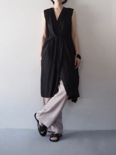 Dress【LUTZ HUELLE】Pants【provoke】Shoes【SHOE BIZ COPENHAGEN】Bracelet【Jean François Mimilla】